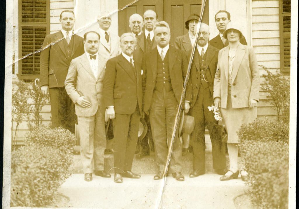 """Photo taken at the first international conference for mental hygiene, held in Washington in 1930. Ferrari (first row, second from the left), Ley (first row, fourth from the left) and Beers (second row, first from the left). Source: """"Ferrari al I Congresso di igiene mentale a Washington"""", Archivio storico della psicologia italiana, https://www.aspi.unimib.it/collections/object/detail/4135/"""